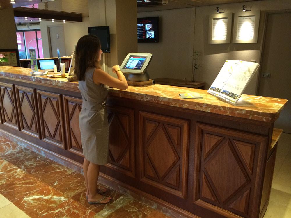 Une tablette numérique dans les hôtels