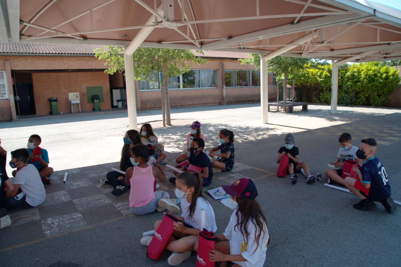 les élèves de l'école primaire de Caïs
